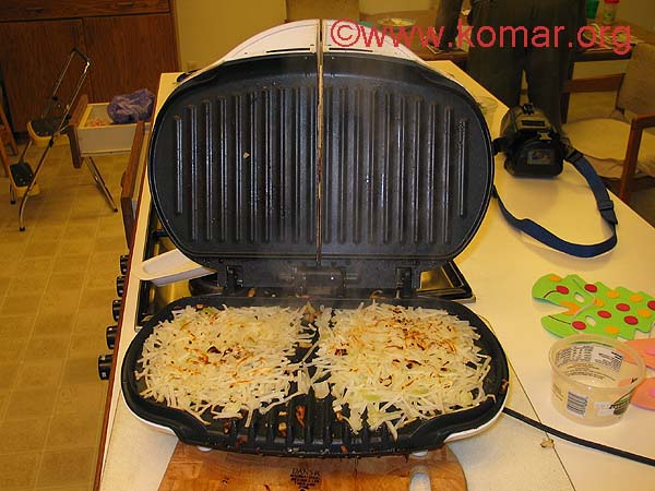 http://www.komar.org/bbq/bbq_grill_recipes/moms_hash_browns/hash_browns_cooking.jpg