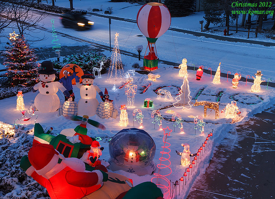 christmas house snow
