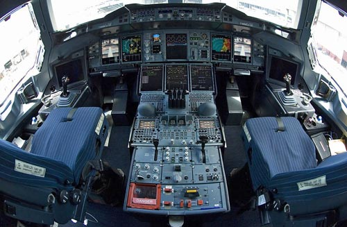 "The image ""http://www.komar.org/faq/airbus-a380-airplane/airbus-a380-cockpit.jpg"" cannot be displayed, because it contains errors."
