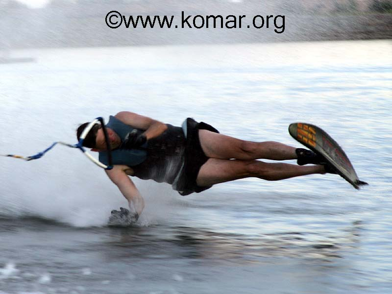 http://www.komar.org/faq/water_skiing/water-skiing-crash-1.jpg
