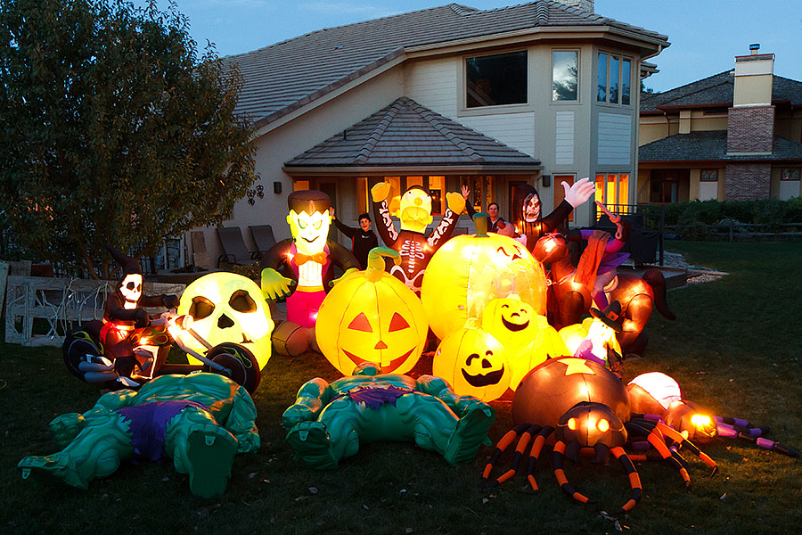 halloween inflatable setup