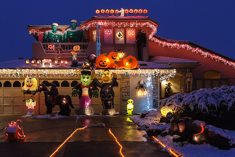 halloween house snow close